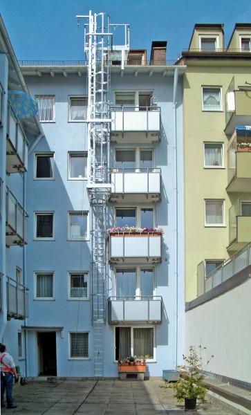 Günzburger Mehrzügige Steigleitern mit Rückenschutz Aluminium eloxiert, 500235