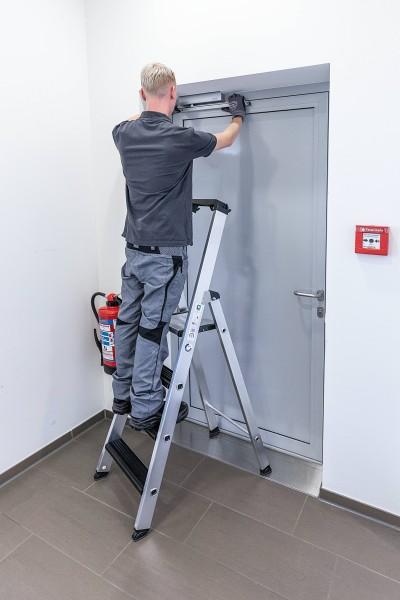 Günzburger Aluminium-Stehleiter-relax step-einseitig begehbar 4Stufen, 42104